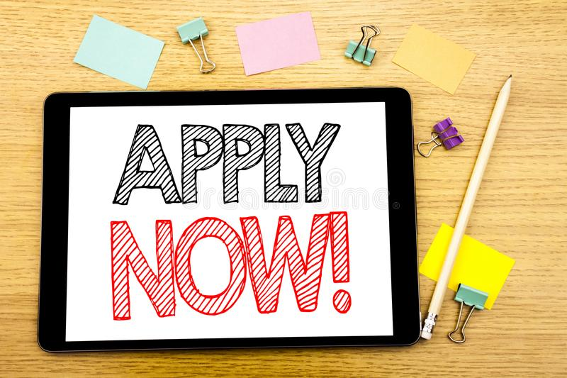 La demostración del texto de la escritura ahora se aplica Concepto del negocio para Job Hiring Application Written en el ordenado fotografía de archivo libre de regalías