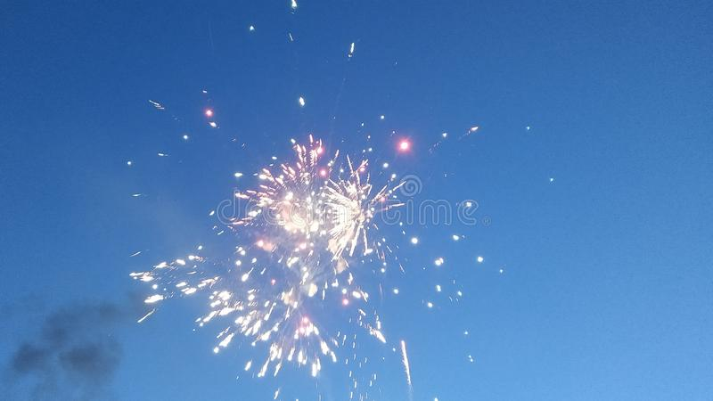 La demostraci?n de los fuegos artificiales imagen de archivo libre de regalías
