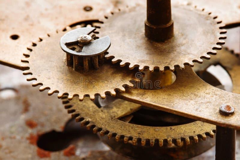 La dent en bronze roule la construction de machines de connexion La liaison embraye le concept de mécanicien Macro photo de foyer images stock