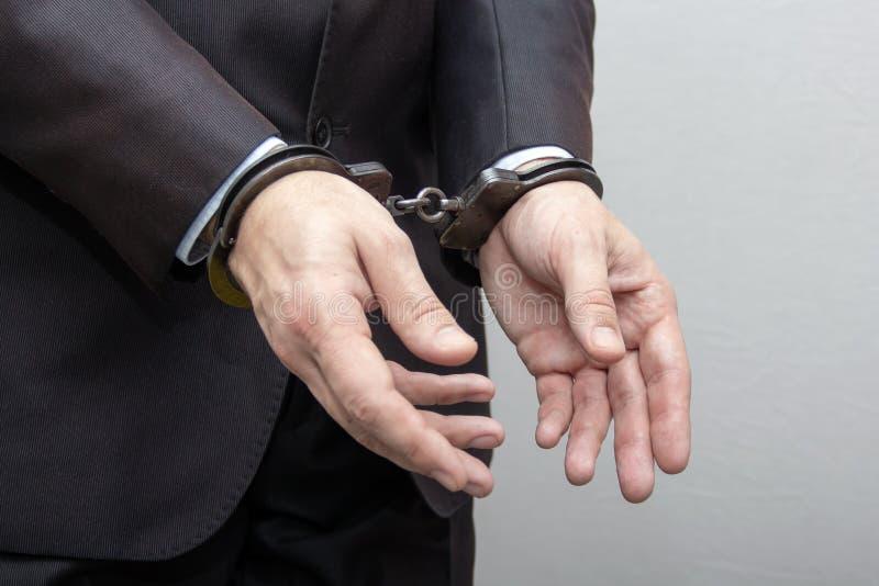 La detención de un funcionario y de un hombre de negocios, ante la sospecha de la corrupción foto de archivo libre de regalías