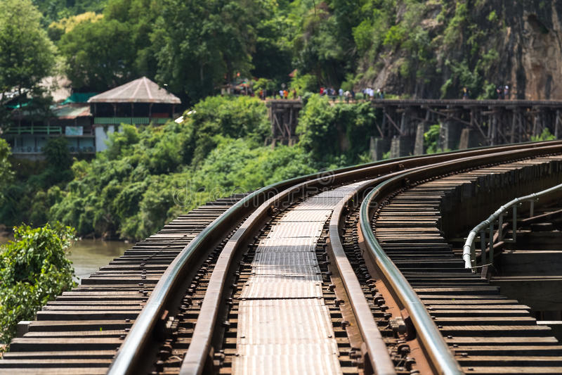 La deuxième guerre mondiale en bois d'histoire de chemin de fer dans le kwai de rivière images libres de droits