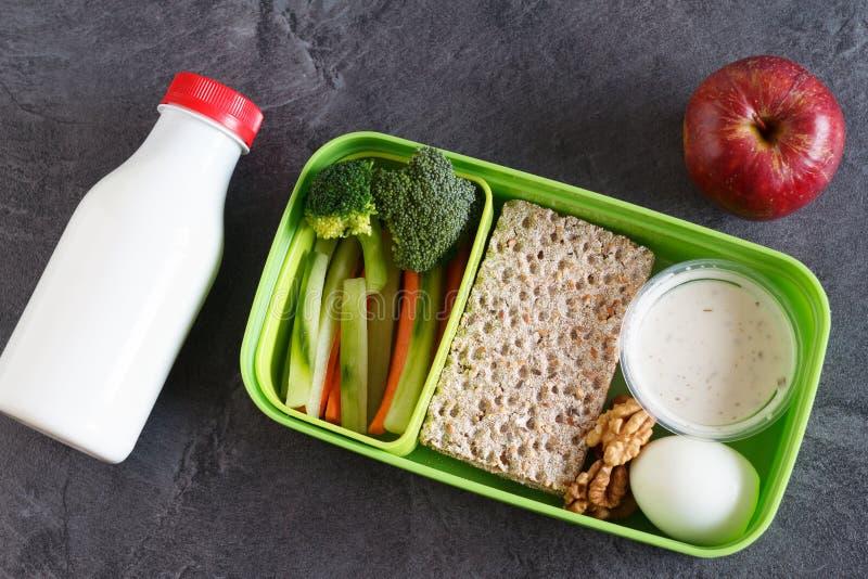 La dieta sana del veg e della proteina fa un spuntino la scatola per pranzo fotografia stock libera da diritti