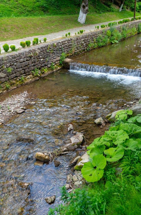 La diga dell'acqua nel ` complesso etnografico di Etera del ` in Bulgaria fotografia stock libera da diritti