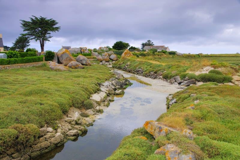 La Digue de Kerlouan em Finistere em Brittany fotografia de stock royalty free