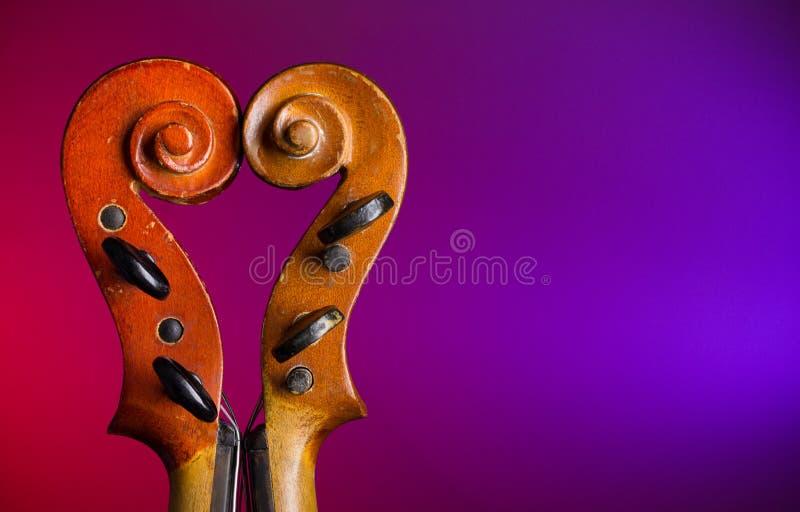 La dimensión de una variable del corazón hace por los desfiles del violín imagen de archivo libre de regalías