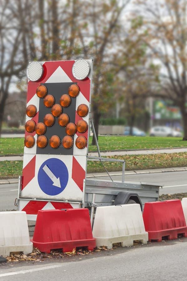 La direction en construction d'entretien des routes se connectent la rue photographie stock libre de droits
