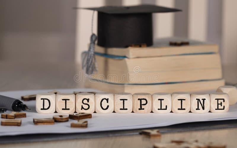 La DISCIPLINA de la palabra integrada por de madera corta en cuadritos foto de archivo libre de regalías