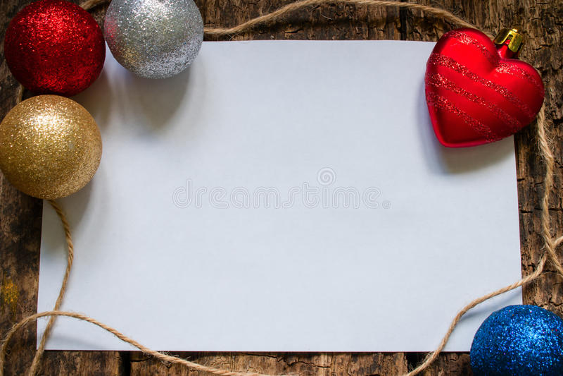 la disposición para la letra a Santa Claus o una lista de regalos con la Navidad juega imagen de archivo libre de regalías