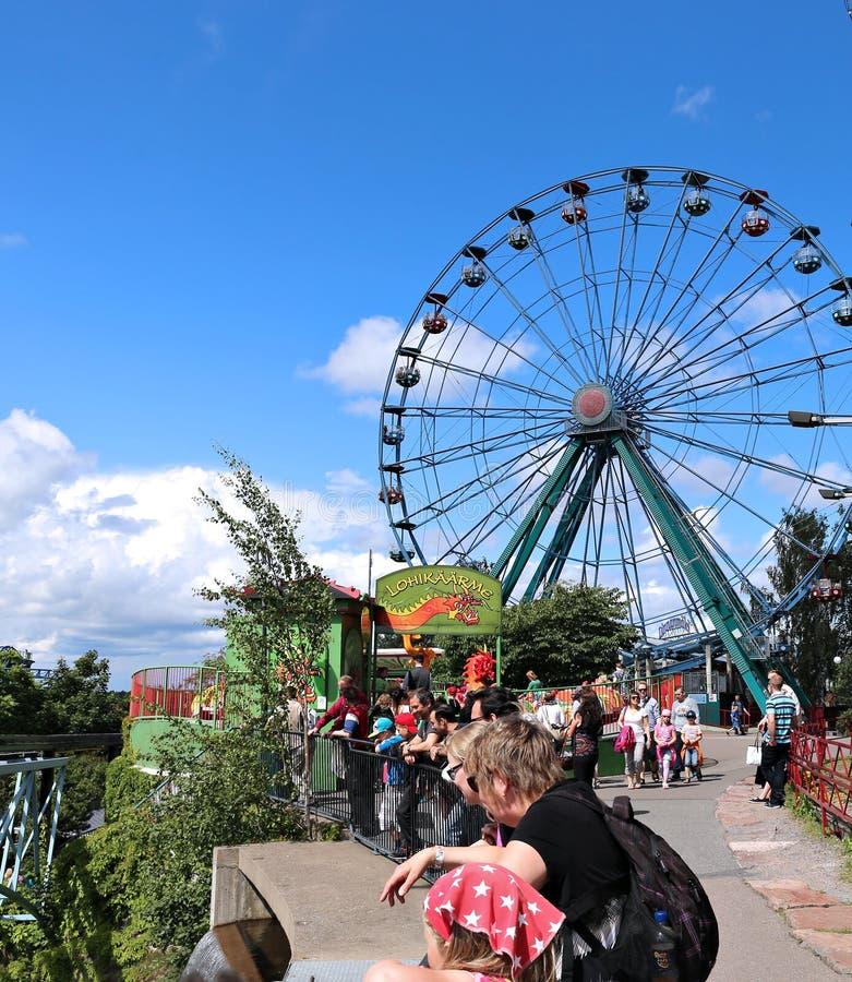 La diversión monta en el parque de atracciones en Helsinki imagen de archivo