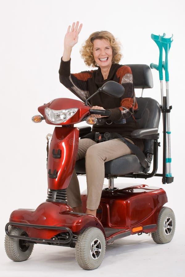 La donna anziana invalida chiama fotografia stock libera da diritti