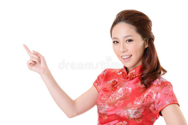 La donna asiatica presenta immagini stock