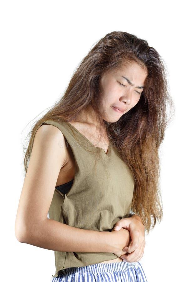 La donna avendo dolore di stomaco sta isolanda su bianco fotografie stock libere da diritti