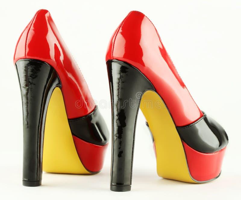 La donna calza il rosso nero immagini stock libere da diritti