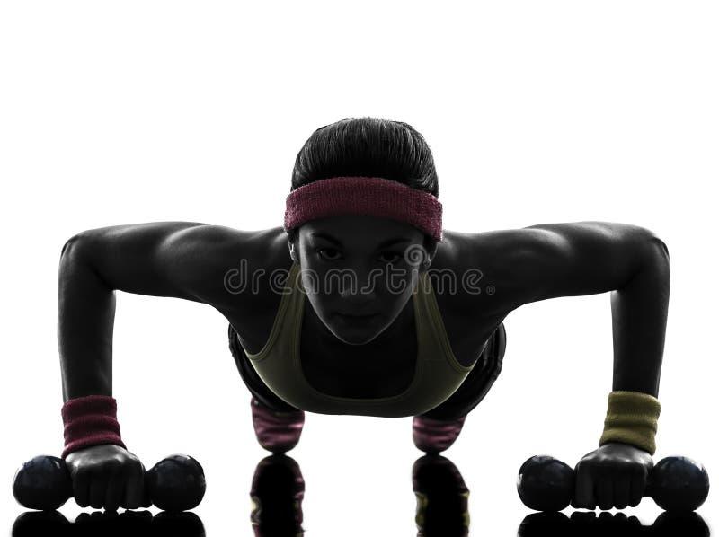 La donna che esercita l'allenamento di forma fisica spinge aumenta la siluetta immagine stock libera da diritti