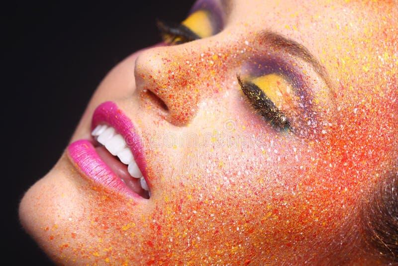 La donna con l'estremo spruzzato compone sul fronte immagini stock