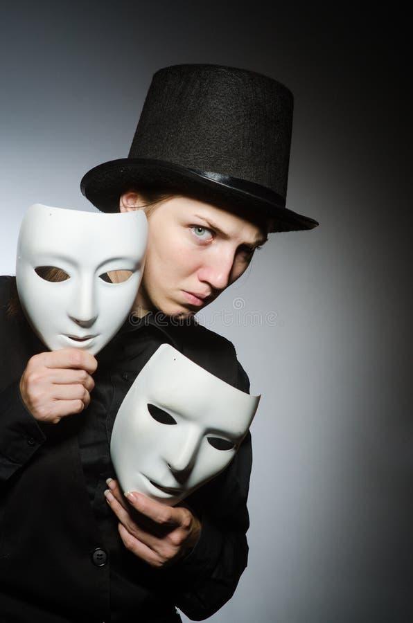 La donna con la maschera nel concetto divertente immagine stock