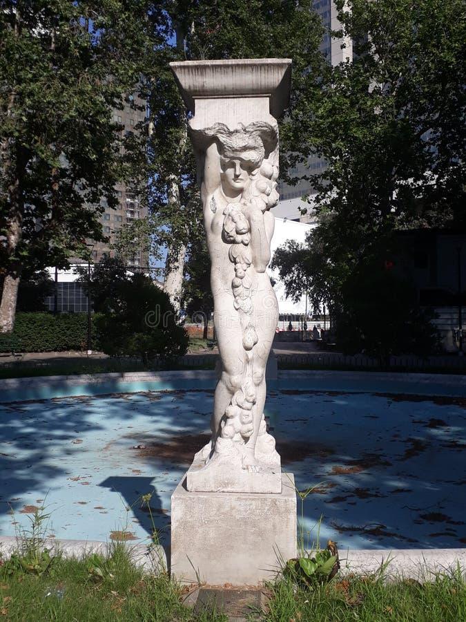 La donna della fontana immagine stock libera da diritti