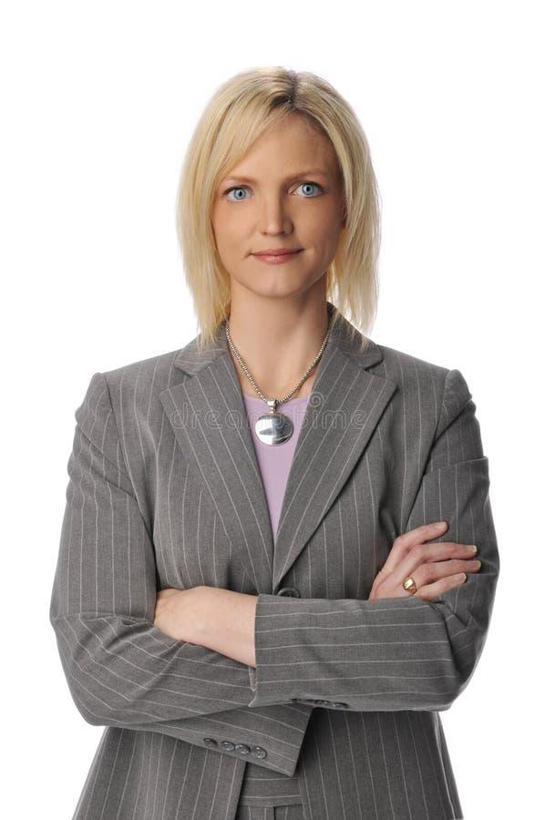 La donna di affari con le braccia ha attraversato fotografie stock