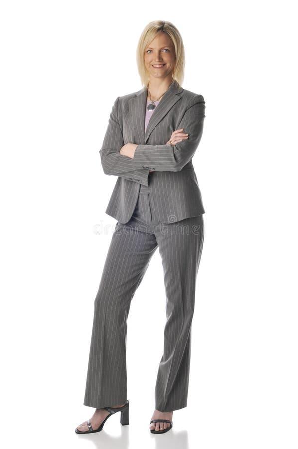 La donna di affari con le braccia ha attraversato immagine stock libera da diritti