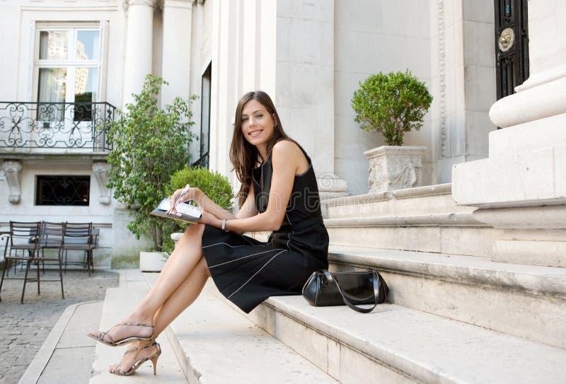 Donna di affari con la cartella. fotografia stock