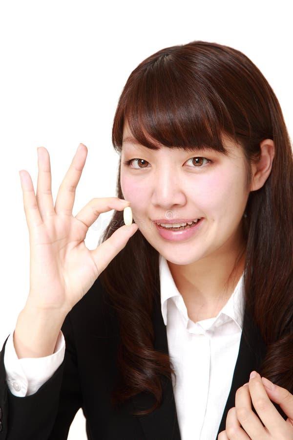 La donna di affari giapponese prende un supplemento fotografie stock