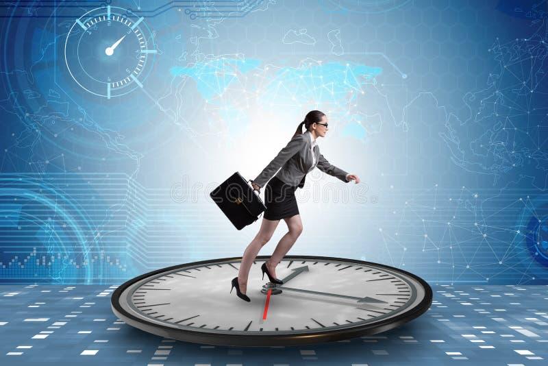 La donna di affari nel concetto della gestione di tempo fotografia stock