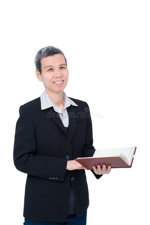 La donna di affari senior sorride sopra bianco fotografie stock libere da diritti