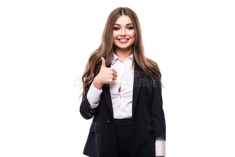 La donna di affari sorridente felice con i pollici aumenta il gesto su fondo bianco immagini stock