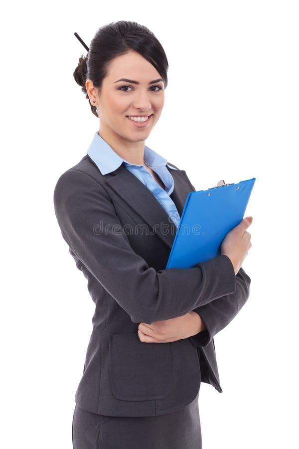 La donna di affari tiene il blocchetto per appunti immagini stock