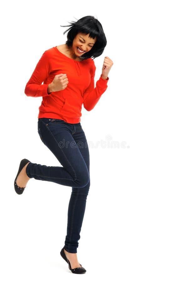 La donna emozionante salta nella gioia immagini stock