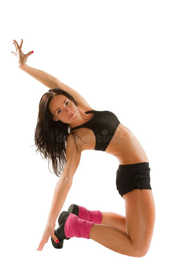 La donna fa la stirata sulla posa di yoga fotografie stock libere da diritti