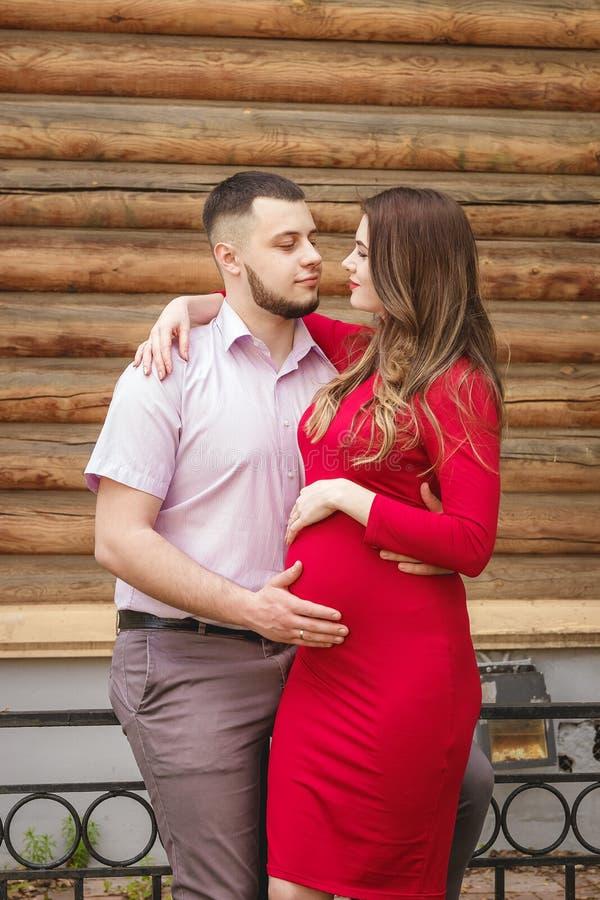 La famiglia felice all 39 aperto genera il padre son daughter for Famiglia parete