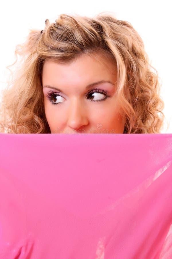 La donna nasconde il suo fronte fotografie stock