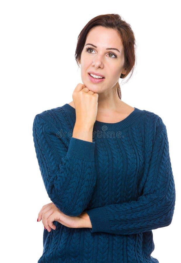 La donna pensa all'idea fotografie stock libere da diritti