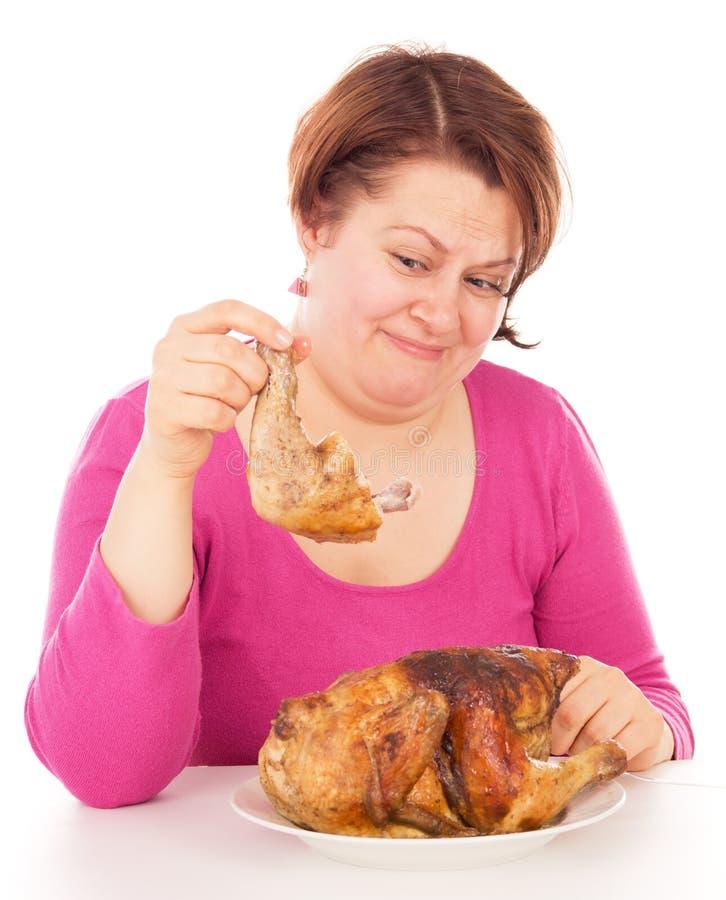 La donna piena era disgustata al pollo immagine stock