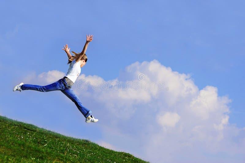 La donna salta fotografia stock libera da diritti
