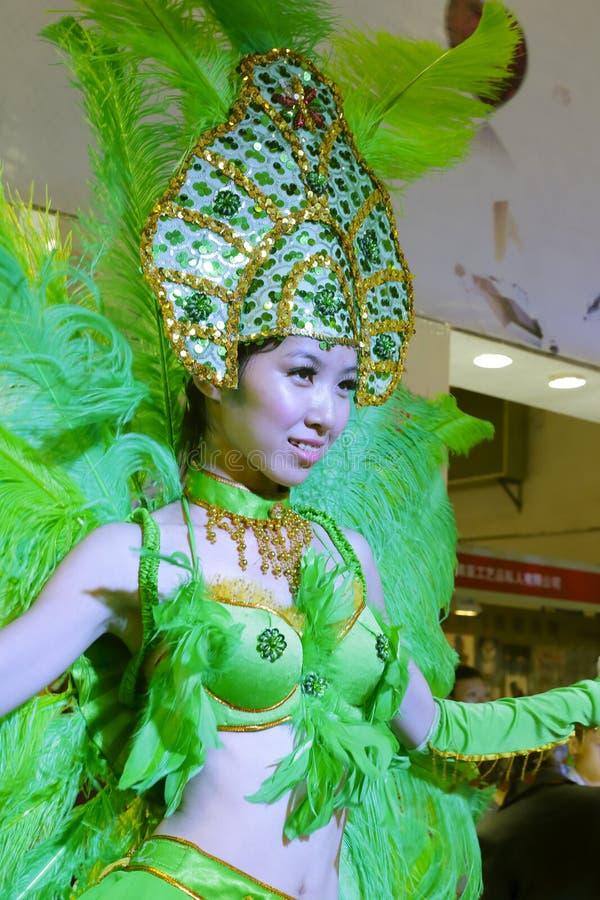 La donna salta la samba fotografie stock libere da diritti