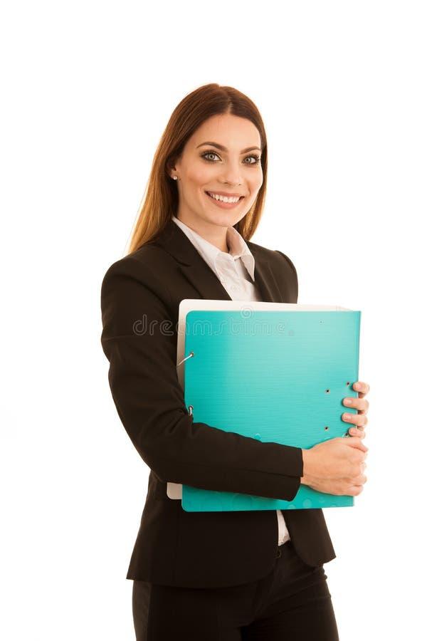La donna sicura attraente di affari tiene un fascicolo di documenti fotografia stock libera da diritti
