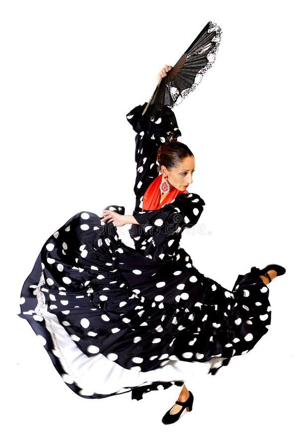 La donna spagnola che ballano il fan d'uso di Sevillanas ed il nero piega tipico con i punti bianchi si vestono immagini stock libere da diritti