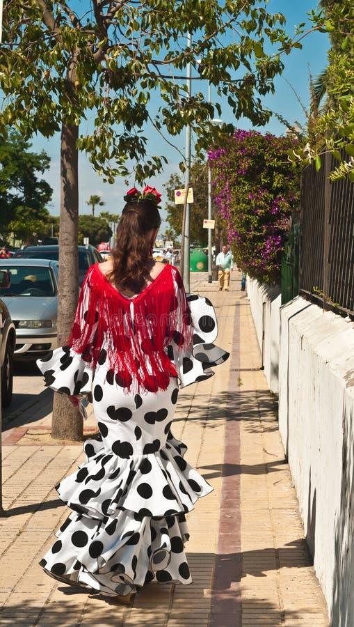 La donna spagnola si è vestita per la celebrazione di carnevale e la camminata in Spagna fotografie stock libere da diritti