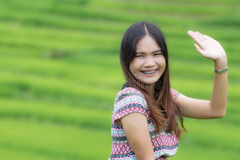 La donna tailandese gode di nel inthanon di Doi del campo, Maeglangluang fotografie stock