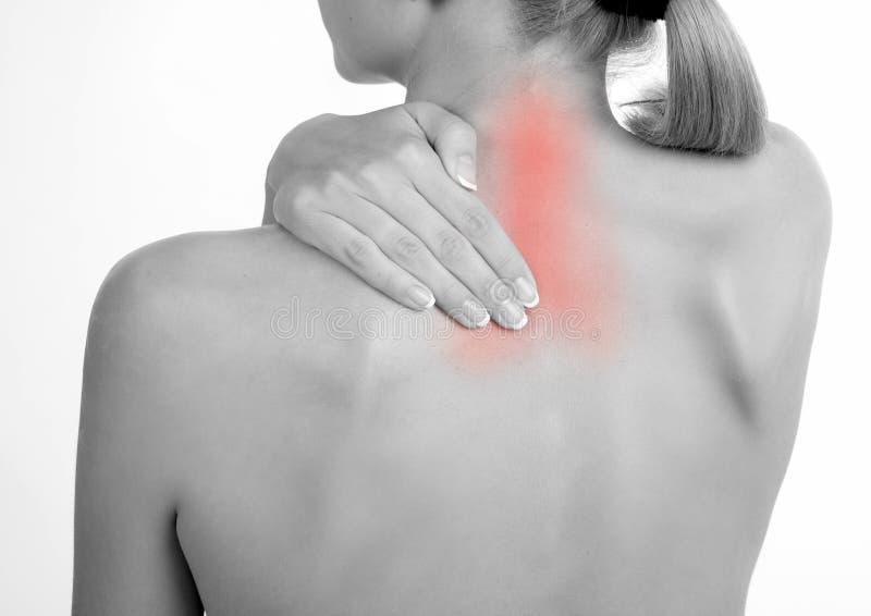 La donna tiene una mano sul collo 2 di dolore immagine stock