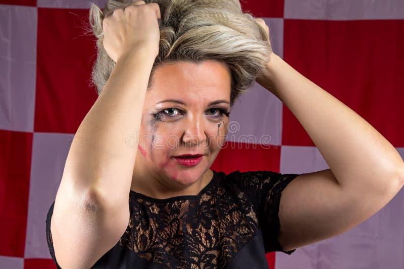 La donna triste con macchiato compone immagine stock libera da diritti