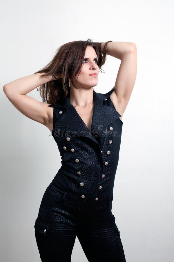La donna in un vestito di cuoio fotografia stock libera da diritti