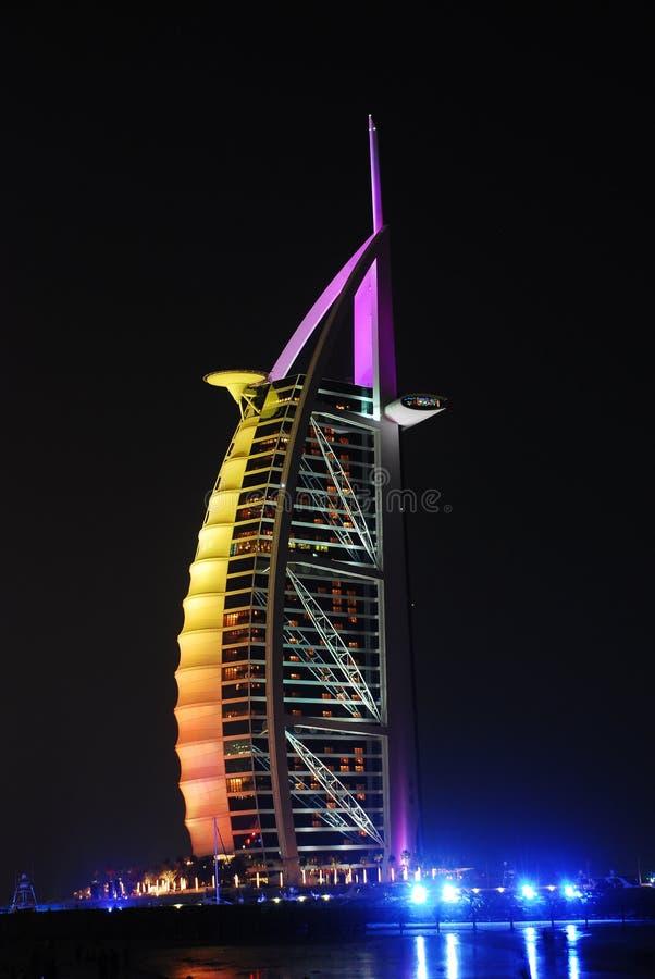 La Doubai alla notte immagini stock libere da diritti