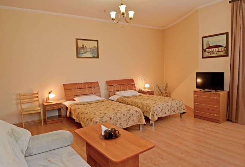 La double chambre d'hôtel dans le style classique photographie stock libre de droits