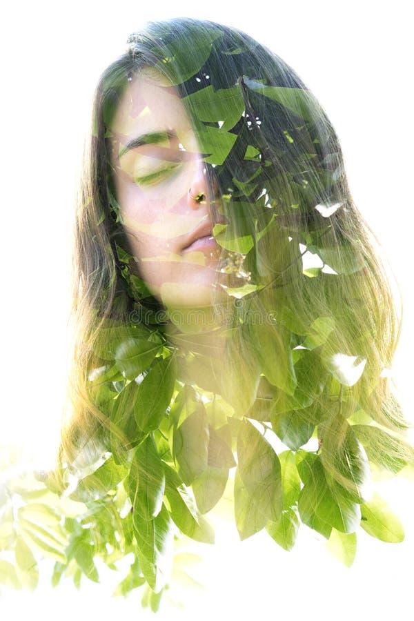 La double exposition d'une jeune beauté naturelle a combiné avec s lumineux images stock