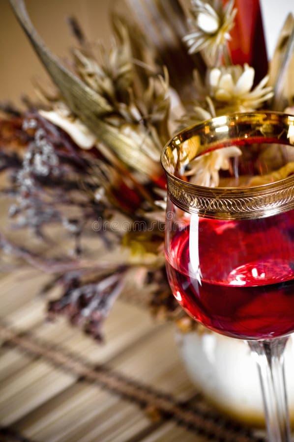 La durée immobile avec la glace et le bouquet de vin images stock