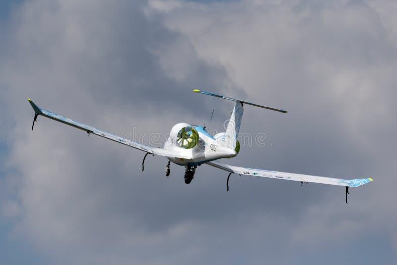 La E-fan de Airbus es un avión eléctrico del prototipo que es convertido por el grupo de Airbus foto de archivo libre de regalías