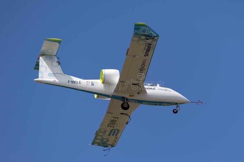 La E-fan de Airbus es un avión eléctrico del prototipo que es convertido por el grupo de Airbus imagen de archivo libre de regalías